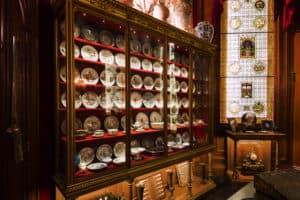 Détail du cabinet de curiosités de l'Hôtel Salomon de Rothschild