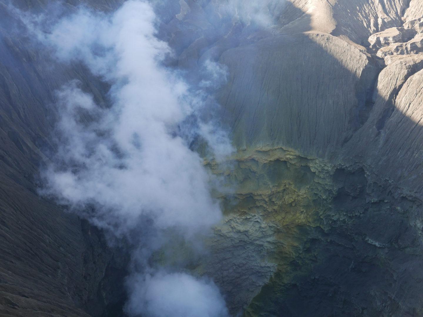 Charlotte Charbonnel, Etude pour Archéologie et éruption des volcans, 2017. Photographie couleur de l'intérieur du cratère du Mont Bromo Java (Indonésie), (c) Charlotte Charbonnel