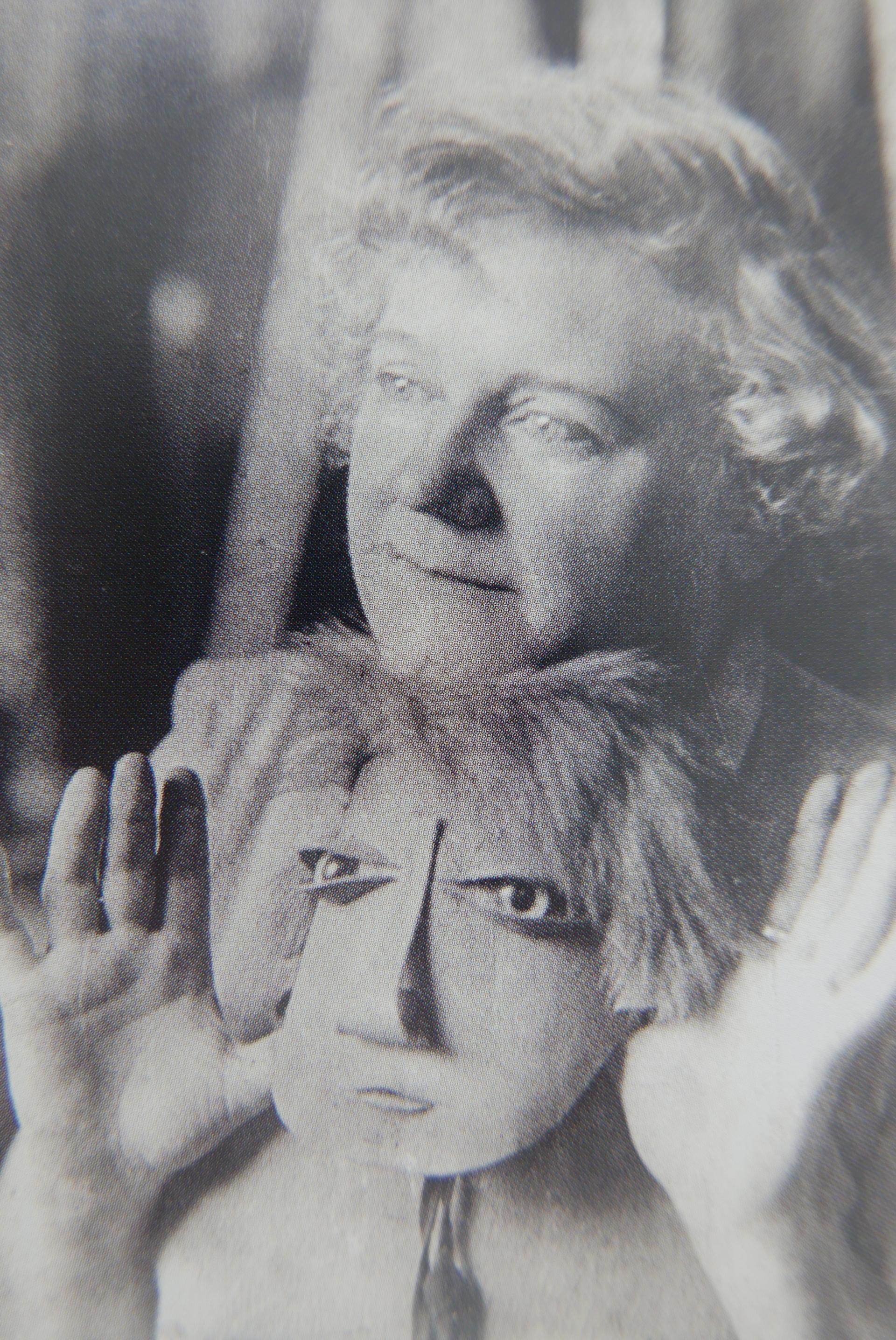 Marie Vassilieff et son masque, photographie de Cami Stone, 1929, coll. CB
