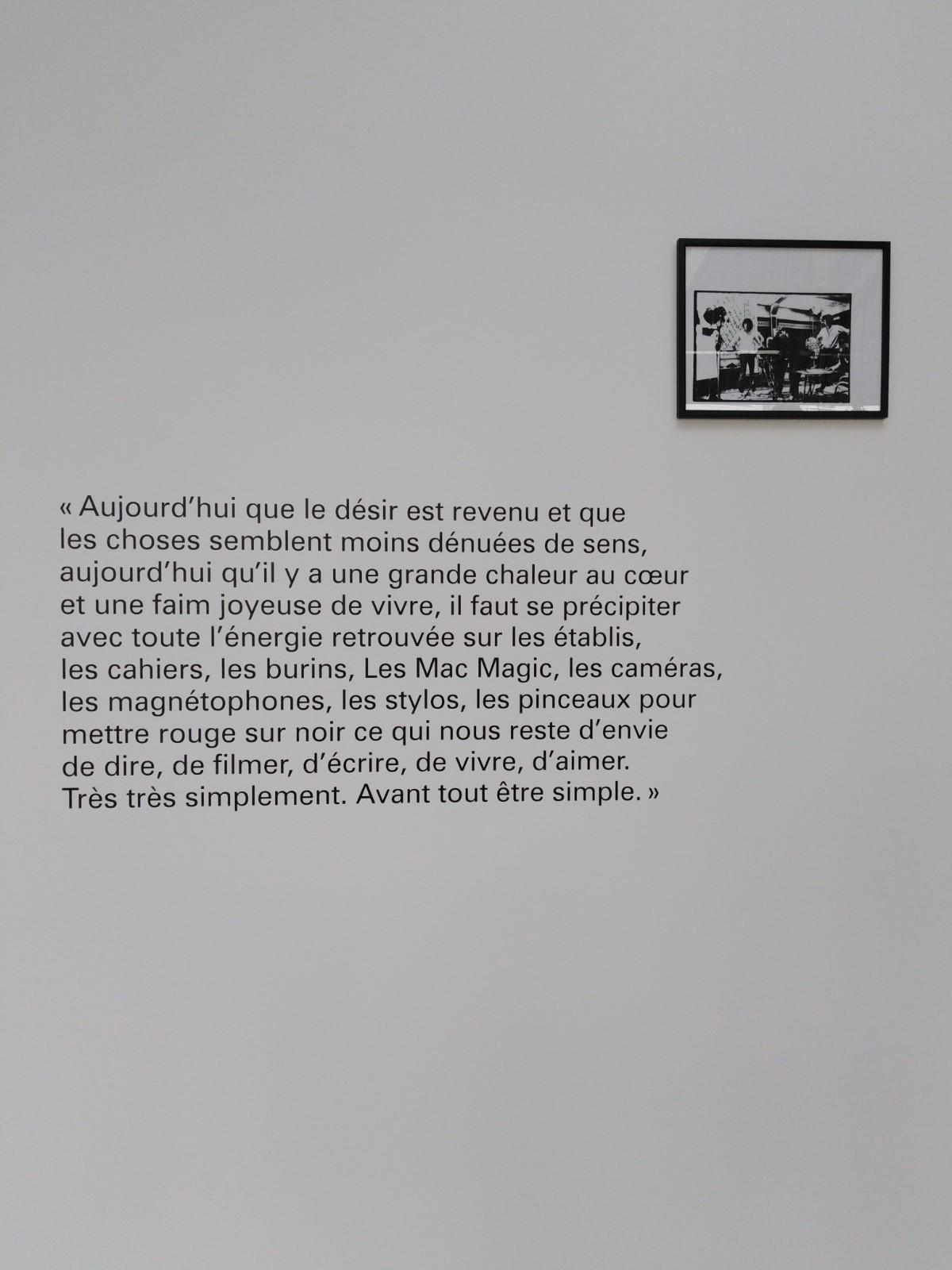Vue de l'exposition On ira cueillir des soleils la nuit de Lise Déramond