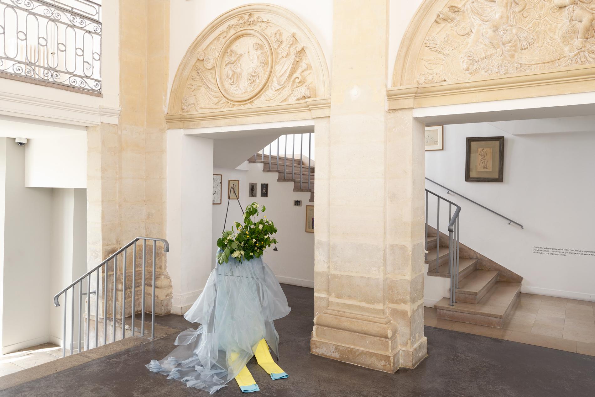 """Mercedes Azpilicueta, """"Les Trois Arlequins"""", 2019. Vue de l'exposition """"Une journée avec Marie Vassilieff"""". Crédit Photo : Aurélien Mole"""