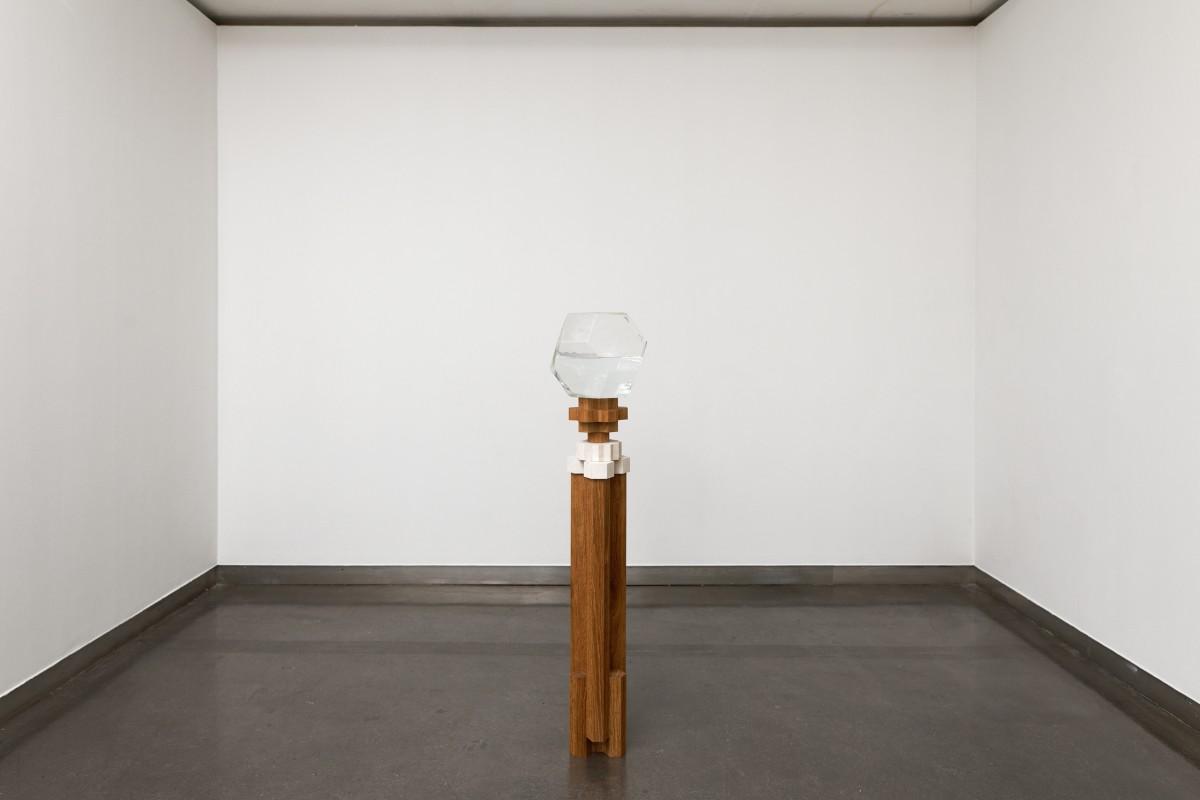 """Raphaël Zarka, vue de l'exposition """"Fables, formes, figures"""", """"Le troisième homme"""", 2017. Crédit photo : Aurélien Mole"""