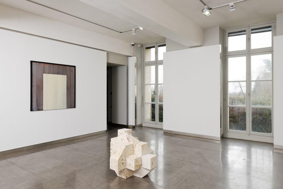 """Raphaël Zarka, """"Fables, formes, figures"""", 2016. Emmanuel Van der Meulen, """"Mnémosyne"""", 2017. Vue de l'exposition """"Fables, formes, figures"""", 2017. Crédit photo : Aurélien Mole"""